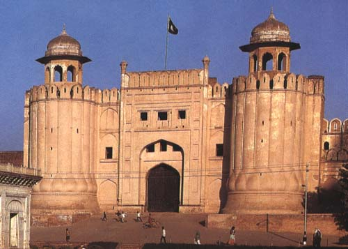 http://www.apnaorg.com/articles/aujla-3/lahore_fort_new.jpg